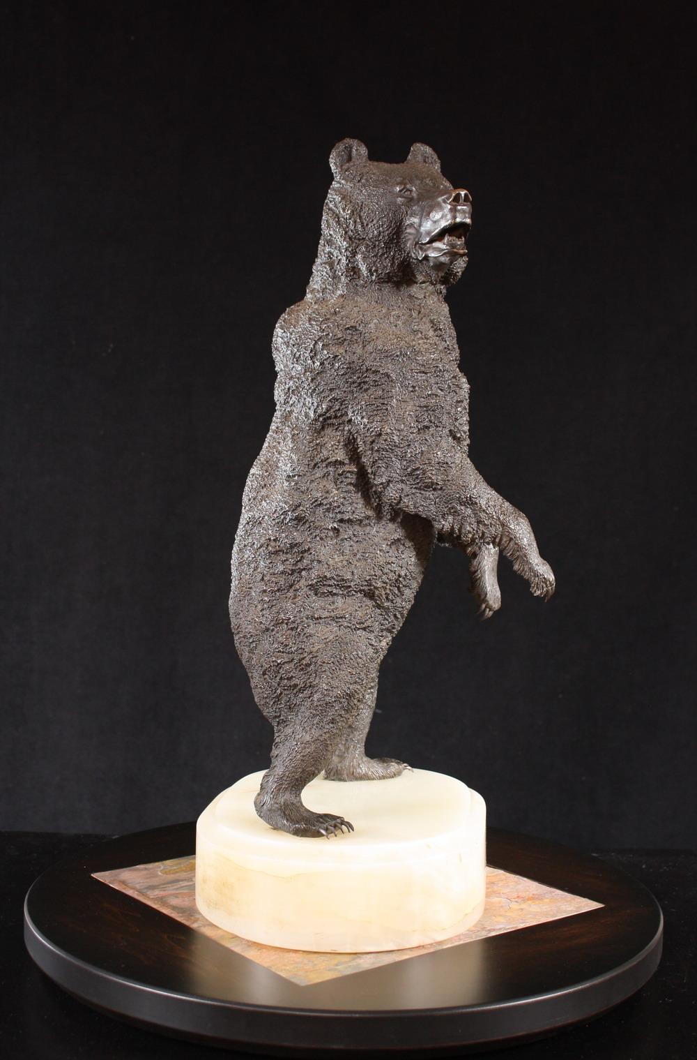 бронза либерих медведь на задних лапах